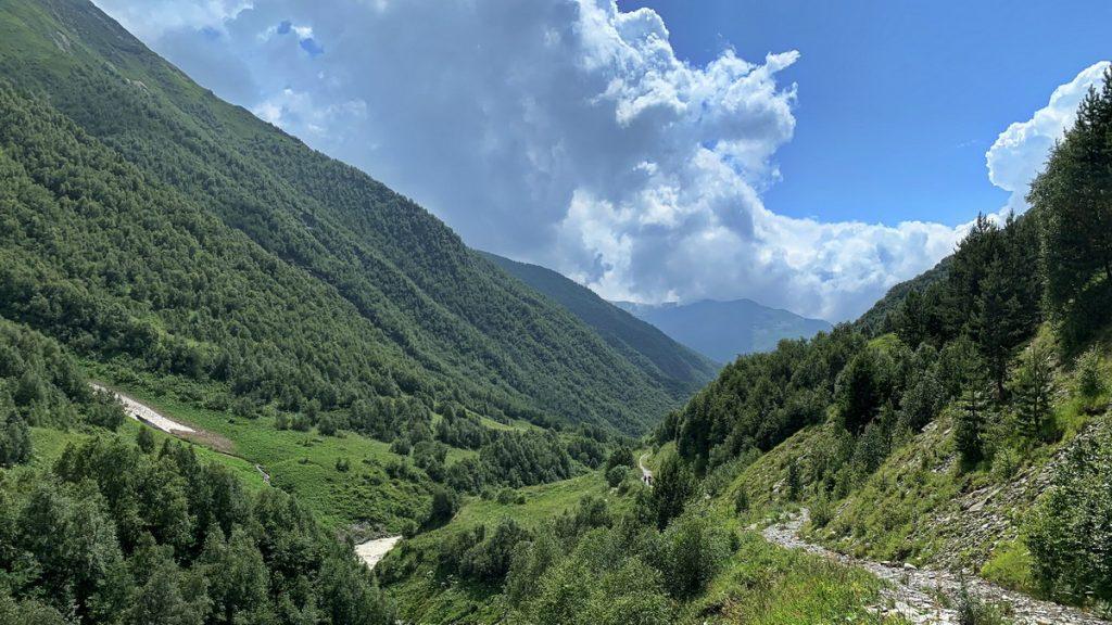 The trail above the Khalde river towards Lalkhori