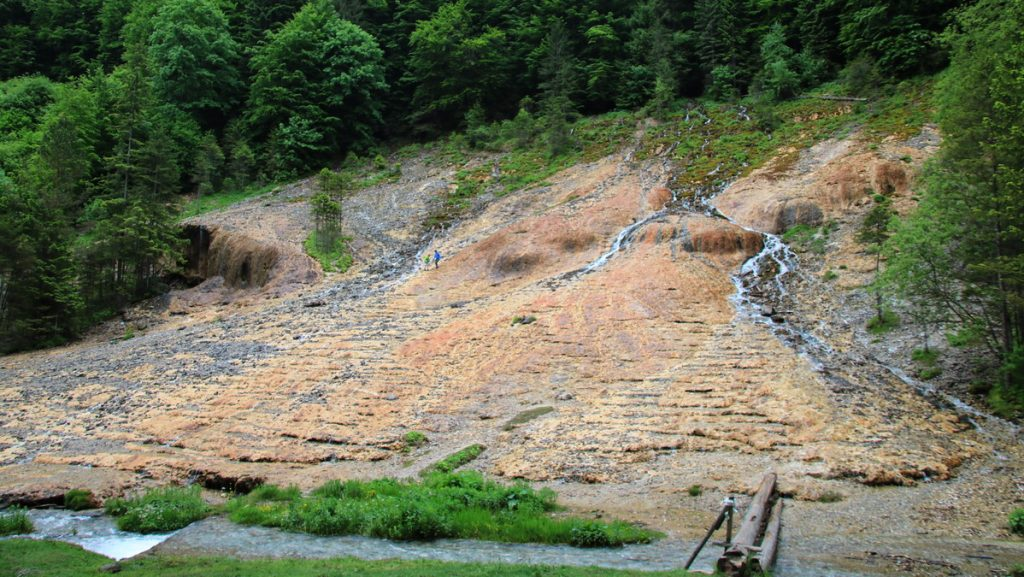Mineral cliffs at Cascada Urlătoarea